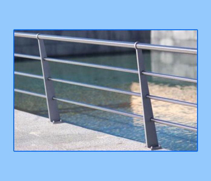 Barandillas y escaleras de acero inoxidable Hierro Sevilla