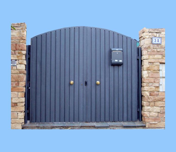 Tipos de puertas de garaje elegant consejos para puertas for Garajes modelos