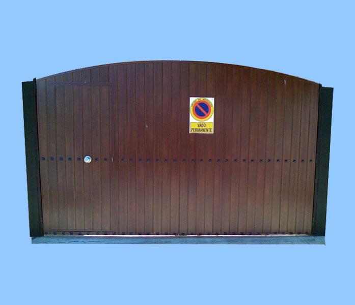 Puertas para garaje interesting puertas de madera para for Garajes modelos