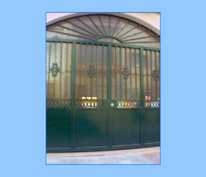 Puertas de hierro para garajes materiales de for Garajes modelos