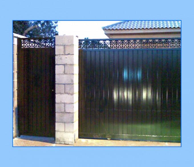 Puerta de garaje modelo UTRERA